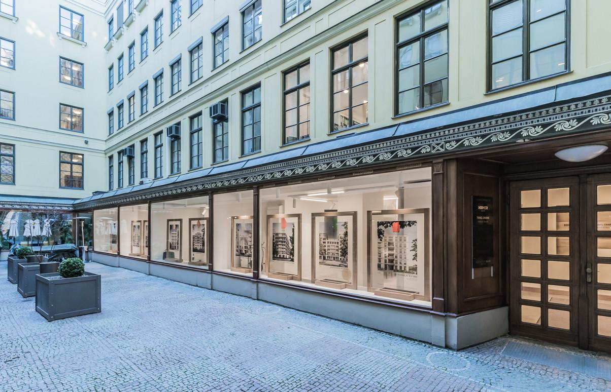 Eingang zur Sales Lounge vom Innenhof - © architekturfotografik boris storz